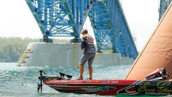 Brett-Hite-bridge-bassblaster-bass-fishing-160726