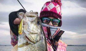 shot-gal-lake-biwa-cropped-bassblaster-bass-fishing-170110